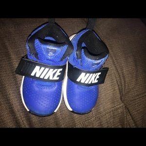 Size 7c Nike shoes
